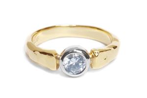 エンゲージリング(婚約指輪)her028