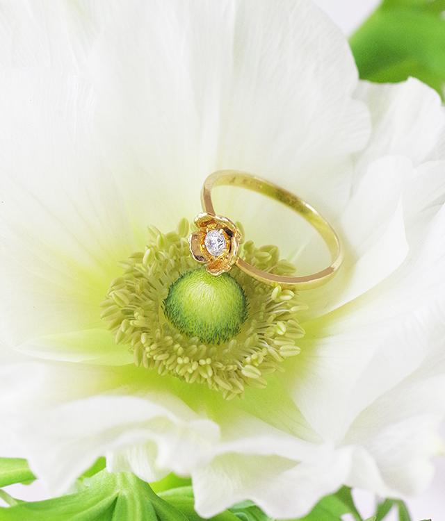 アネモネとお花モチーフの婚約指輪