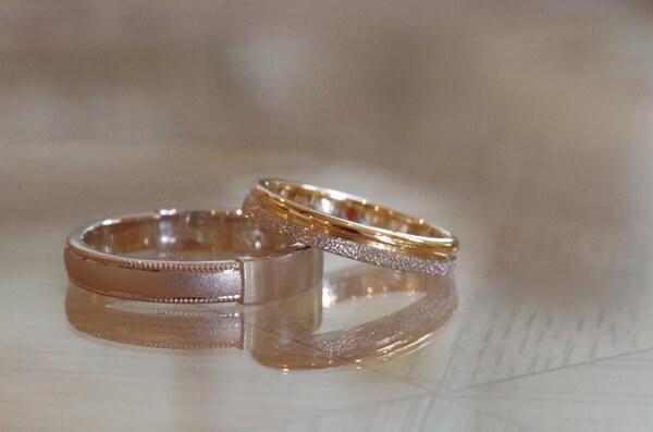 2つの金属・デザインをつなげた結婚指輪