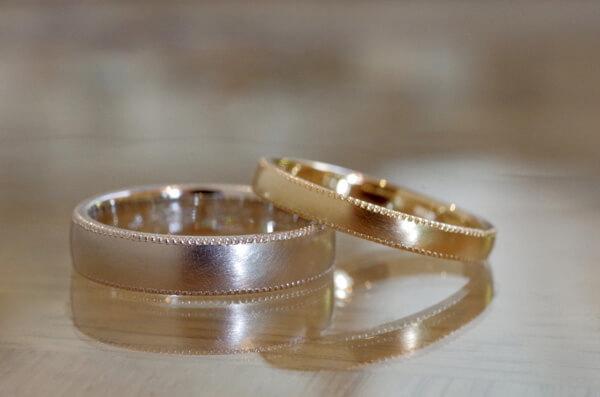ミルグレインを施した結婚指輪