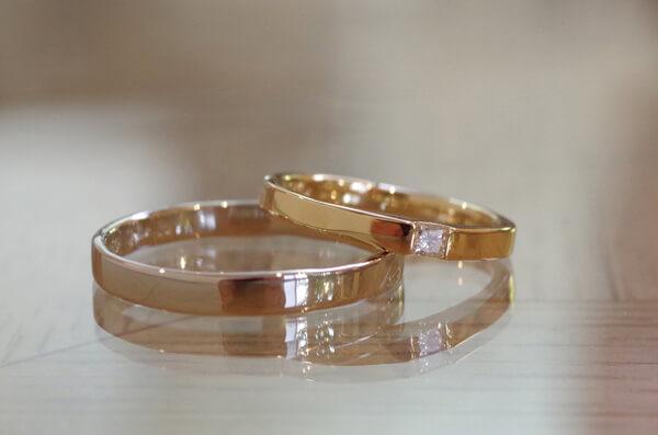 スクエアカットダイヤの結婚指輪