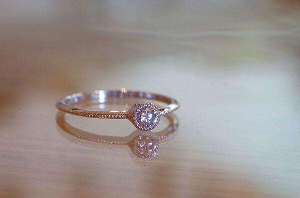 シンプルイズベストな婚約指輪