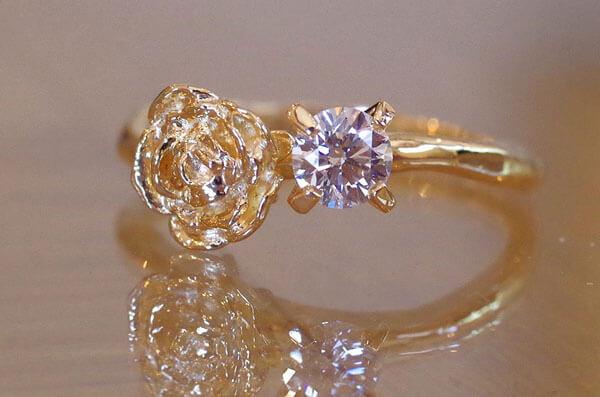 ラナンキュラスをモチーフにした婚約指輪