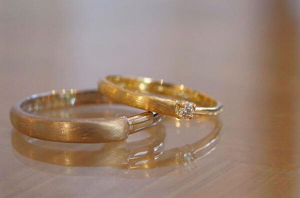 グラデーションで太さが変わる結婚指輪