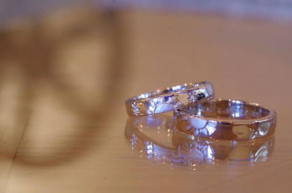 2本で1つの太陽になる結婚指輪