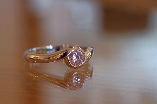 抱き合わせタイプの婚約指輪
