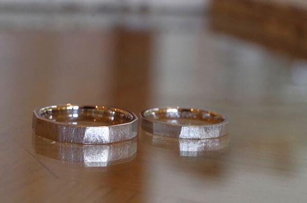 ヤスリで仕上げた結婚指輪