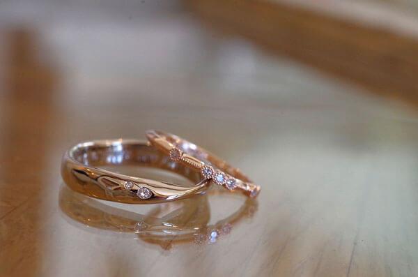 それぞれ好みのデザインを追求した結婚指輪