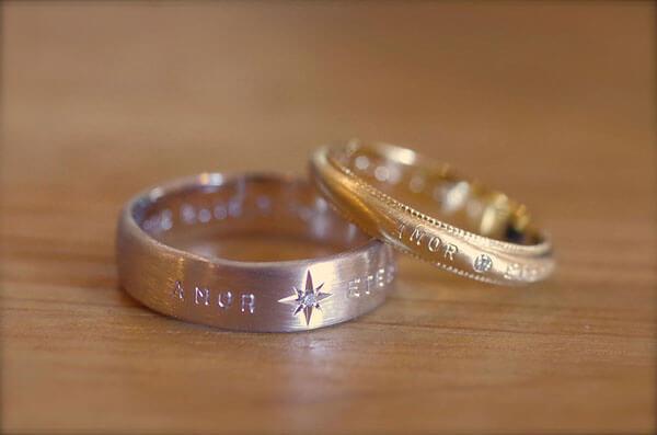 刻印を表に入れた結婚指輪