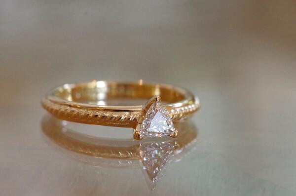 トリニティカットダイヤの婚約指輪