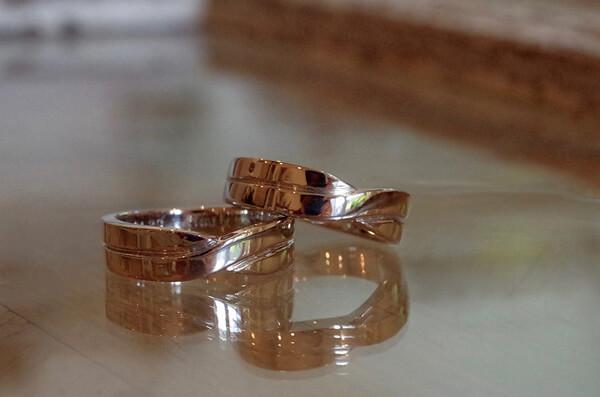 クロスをモチーフにした結婚指輪