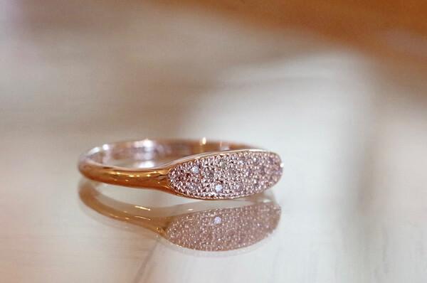 アワ留めの婚約指輪