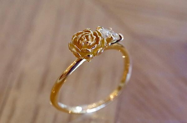 芍薬をモチーフにした婚約指輪