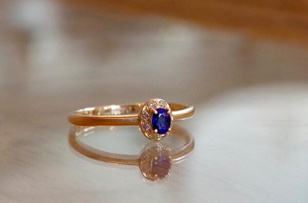 ブルーサファイアの婚約指輪