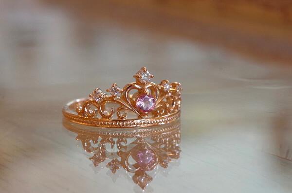 ティアラをモチーフにした婚約指輪