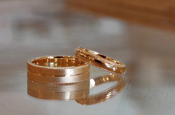 それぞれ好きなデザインを掘り下げた結婚指輪