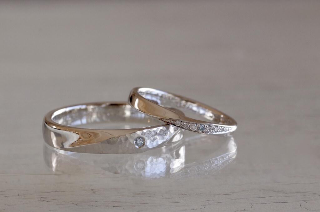 アイスブルーダイヤを使用した捻りの結婚指輪