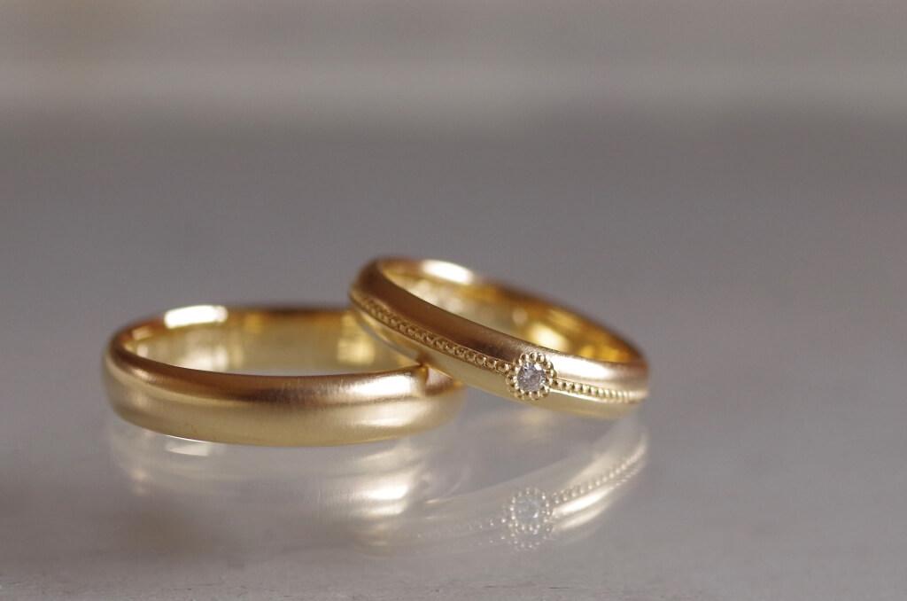 リング中央にミルを入れた結婚指輪