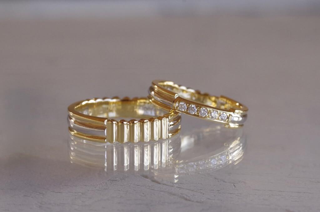 2種類の金属で作った波波の結婚指輪