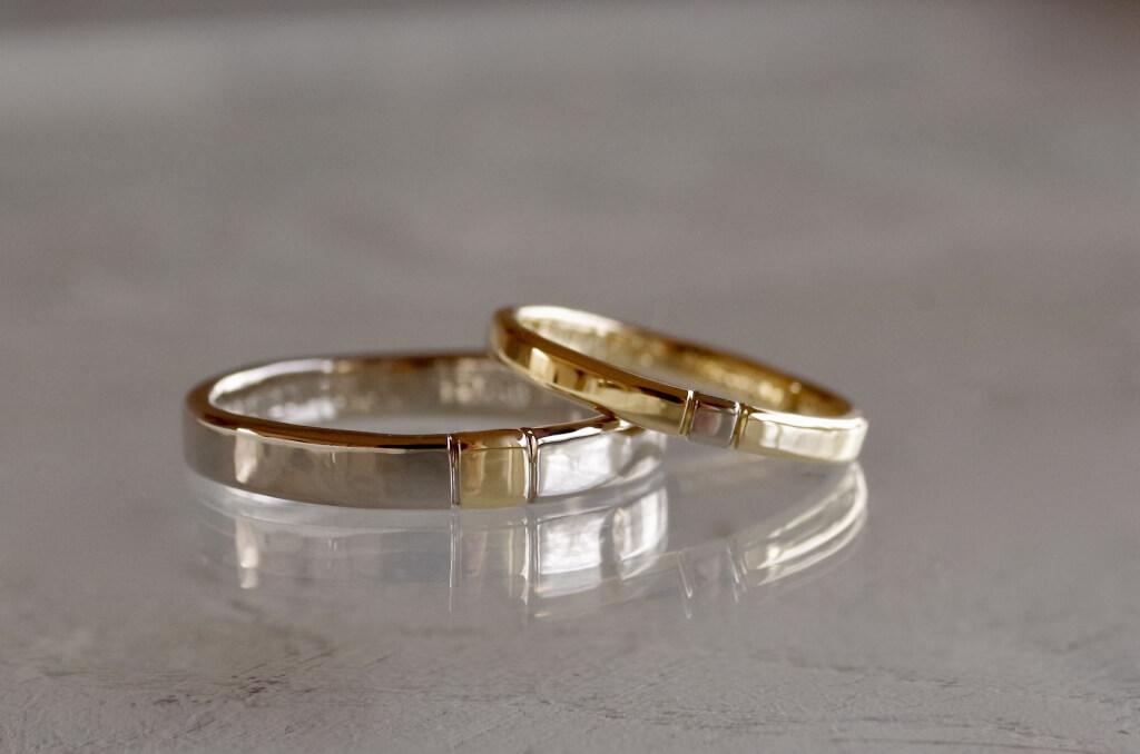 境目に溝を入れたコンビの結婚指輪