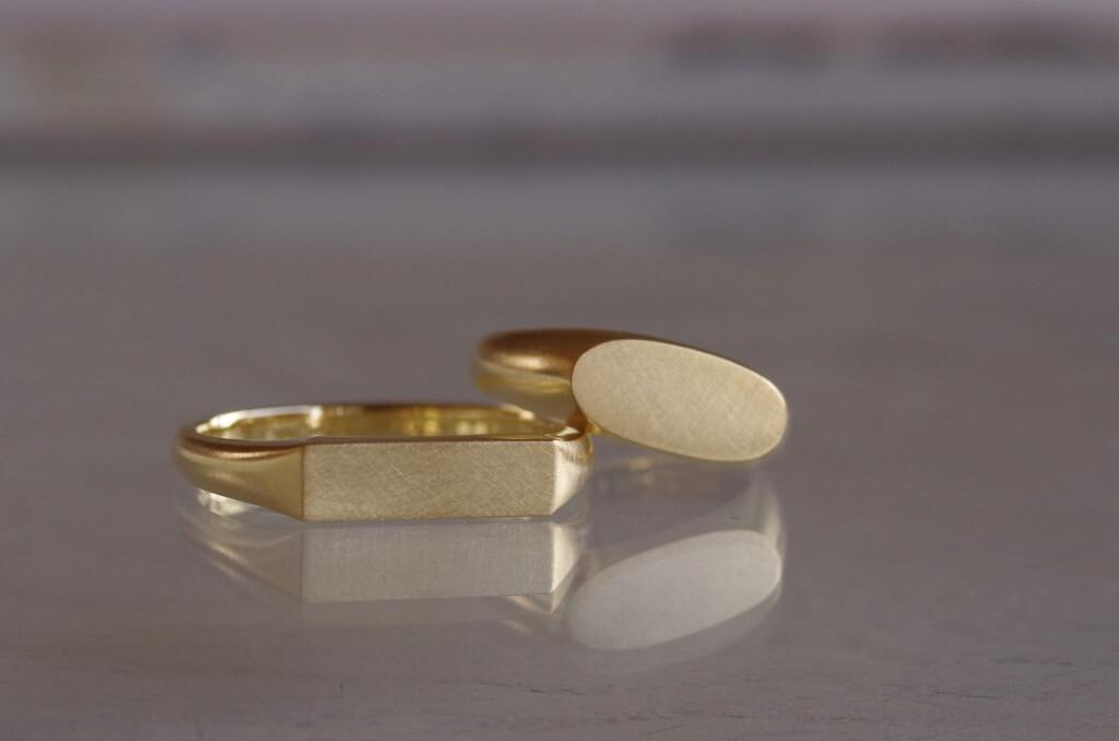 長方形と楕円形の印台の結婚指輪