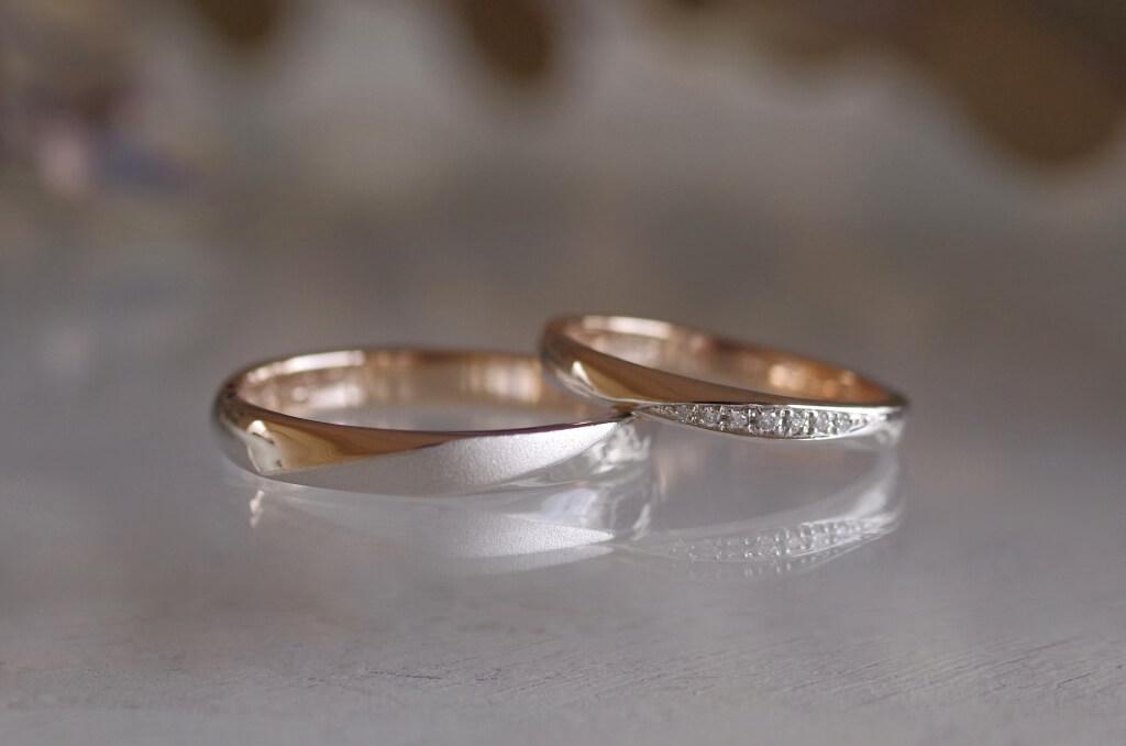 2つの正面の結婚指輪