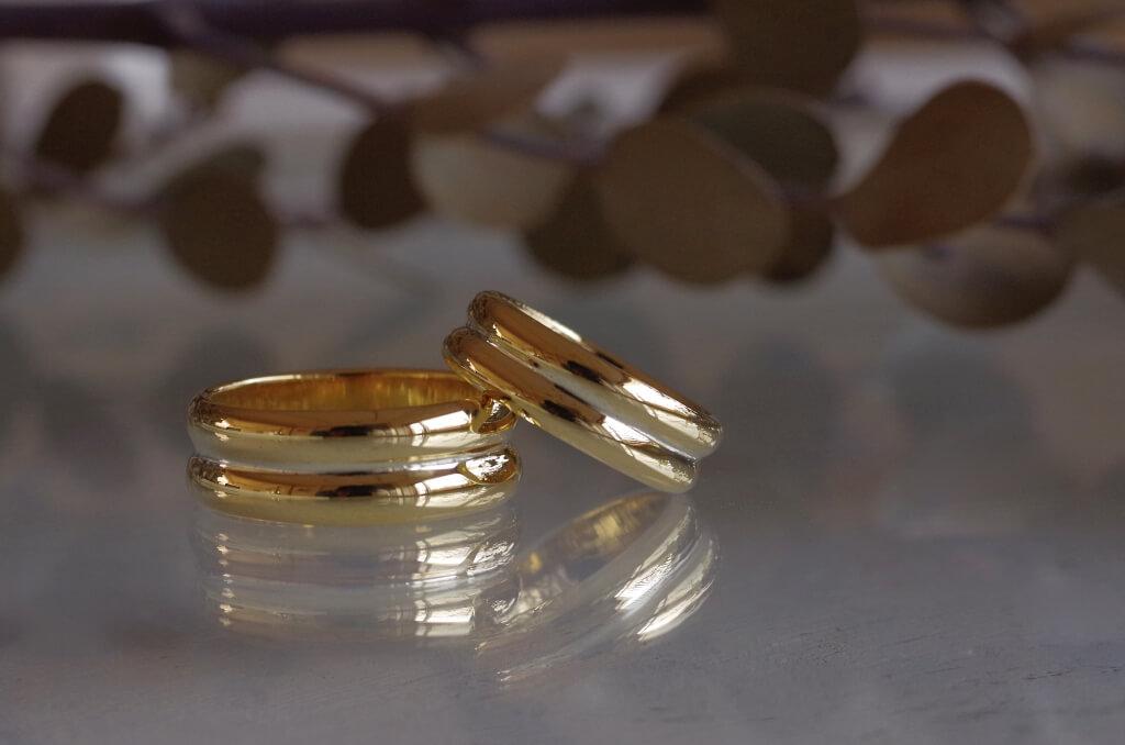 太めの2連風の結婚指輪