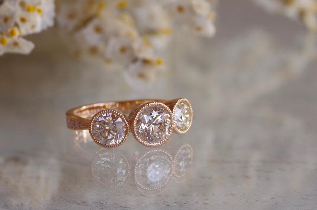合計2.5カラットのダイヤの指輪
