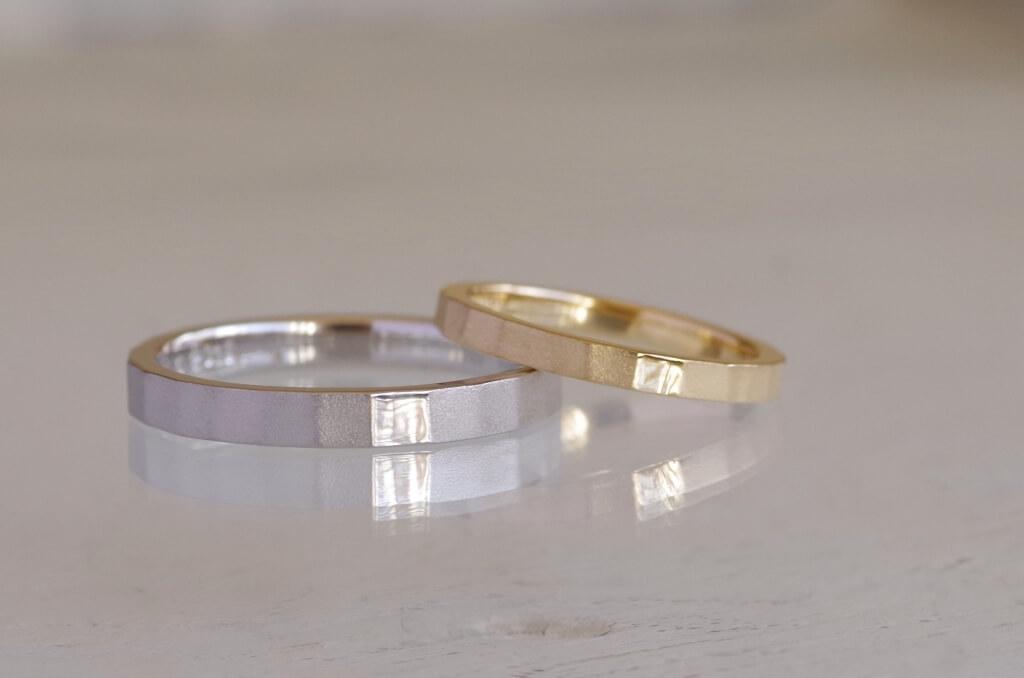 槌目加工した平打ちの結婚指輪
