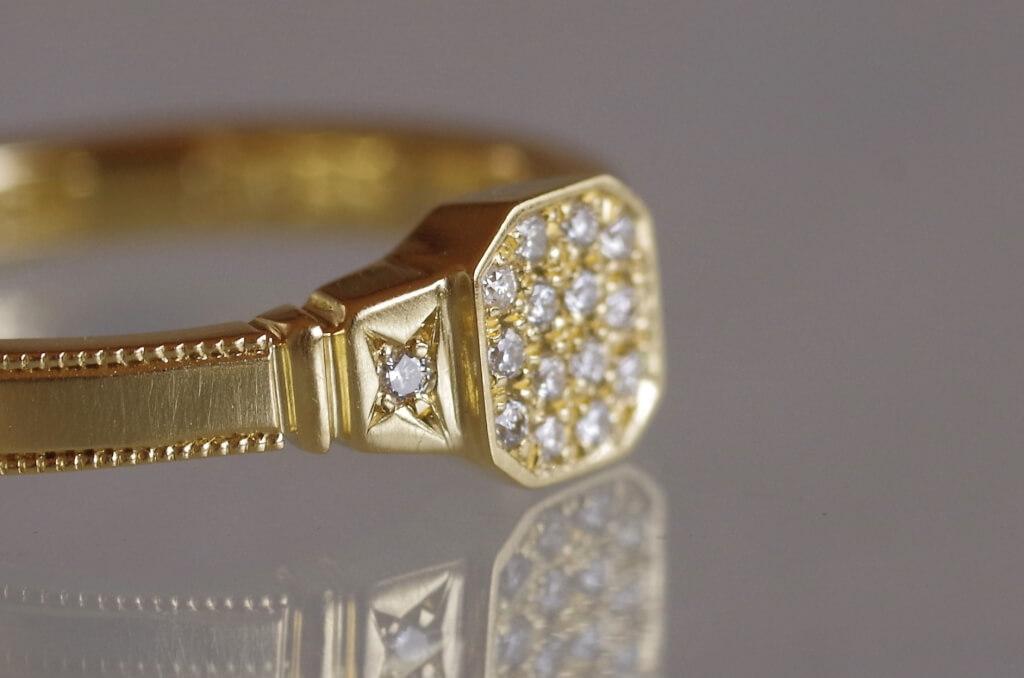 8角形のパヴェ留めの指輪