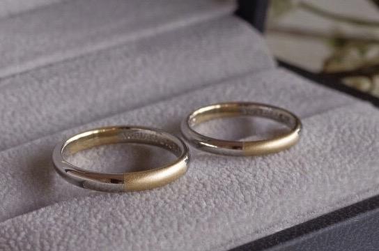 2種類の金属を交互に繋げた結婚指輪