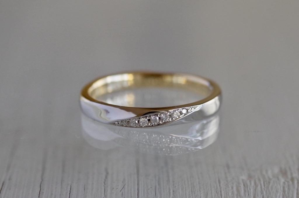 2色の金属を使用したオーダーメイドの結婚指輪