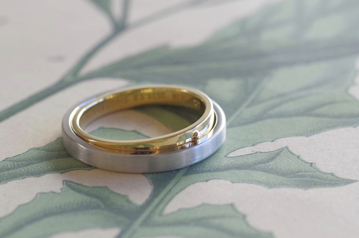 2本が1つに重なる結婚指輪