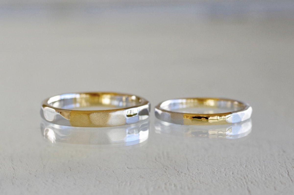 金属と仕上げを交互に入れ替えた槌目の結婚指輪