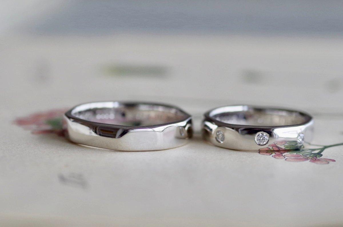 緩やかな槌目の結婚指輪