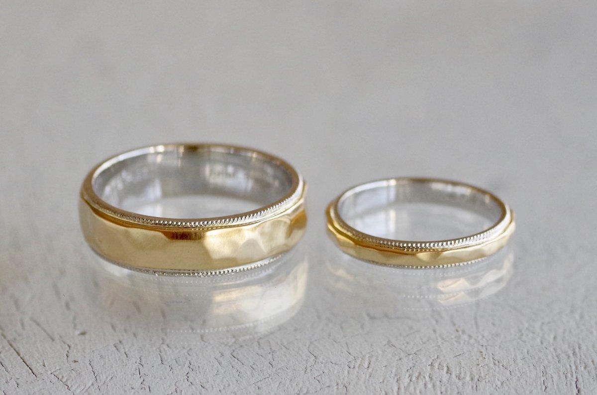 槌目とミルを両方入れた2色使いの結婚指輪