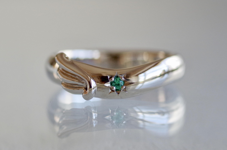 フルオーダー 結婚指輪 V字 エメラルド 羽