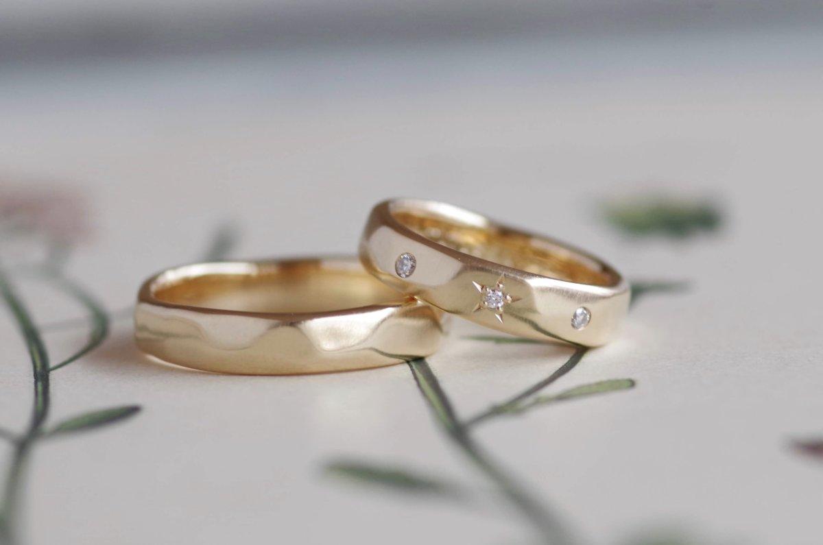 ゆるい槌目と星留めの結婚指輪