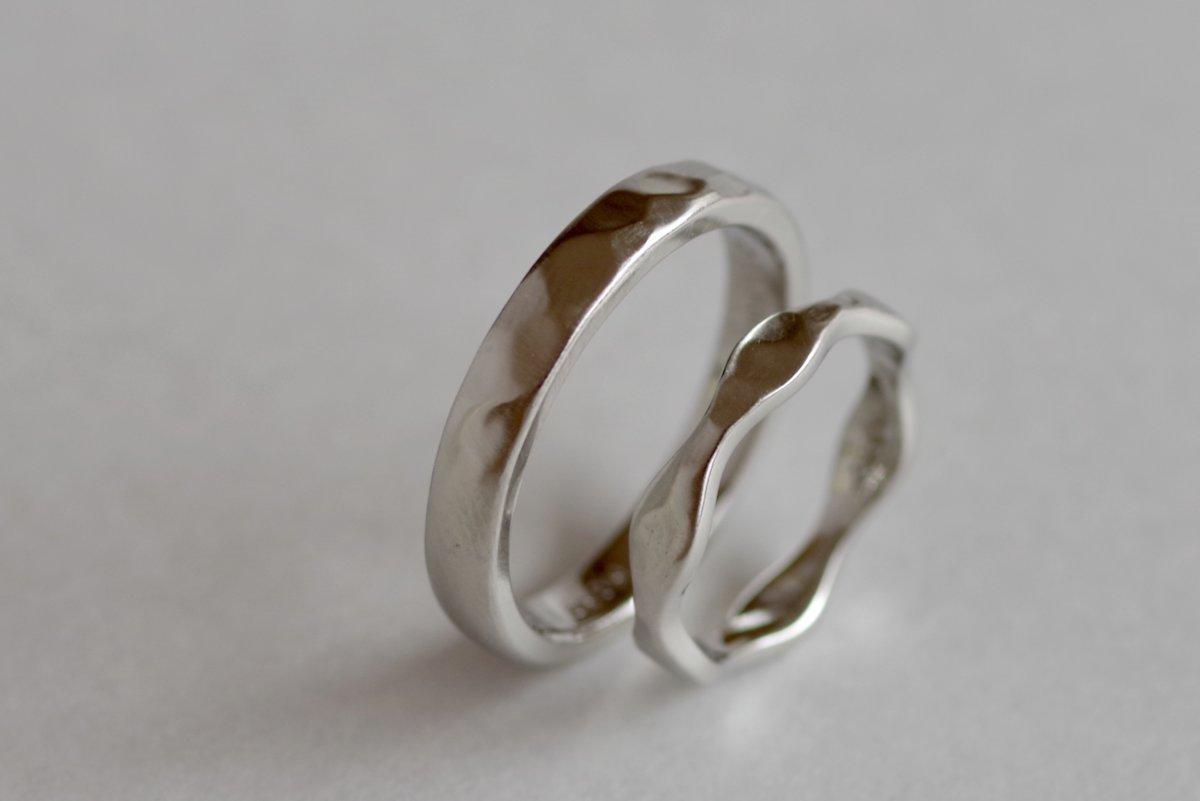 うねうねと槌目の結婚指輪