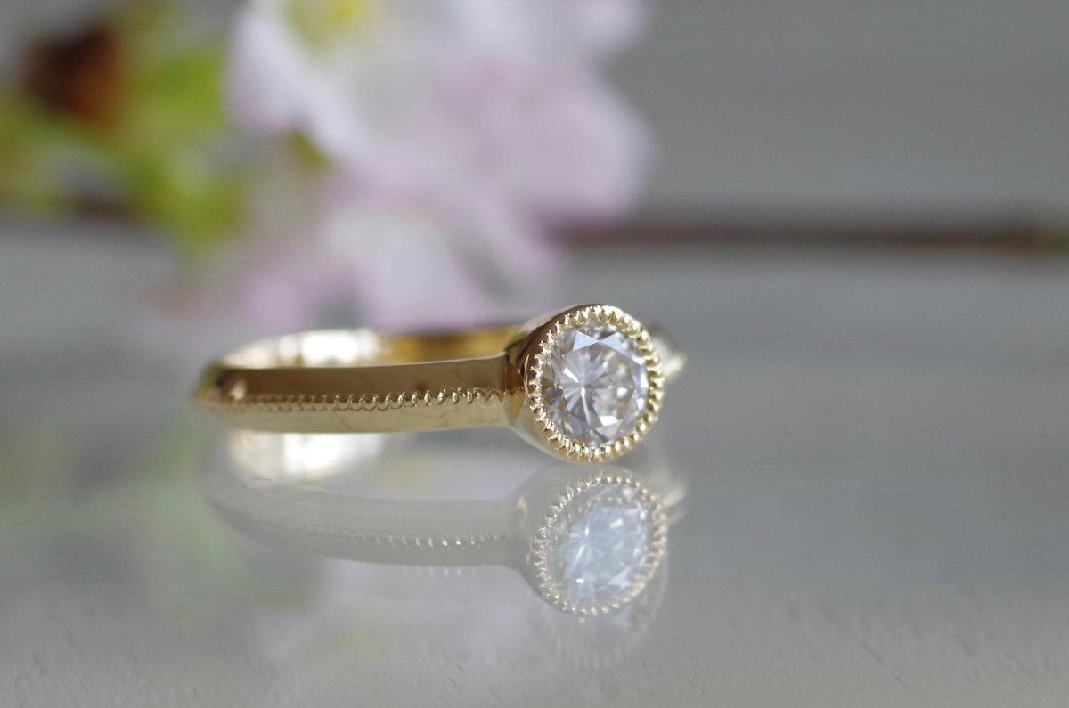 受け継がれるダイヤの婚約指輪