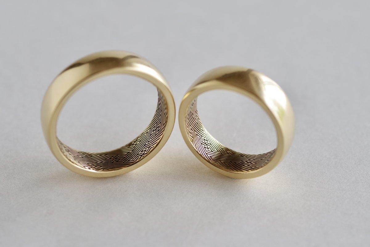 紗綾形を彫った結婚指輪