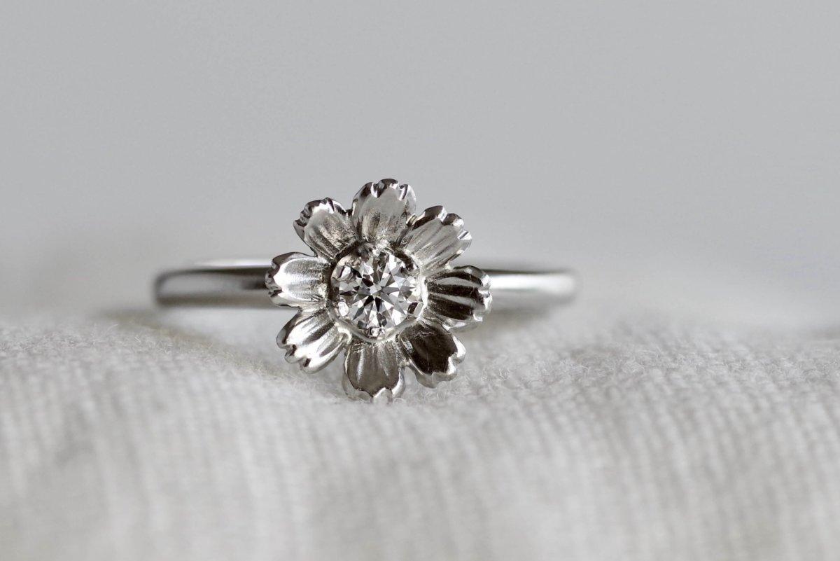 コスモスの婚約指輪