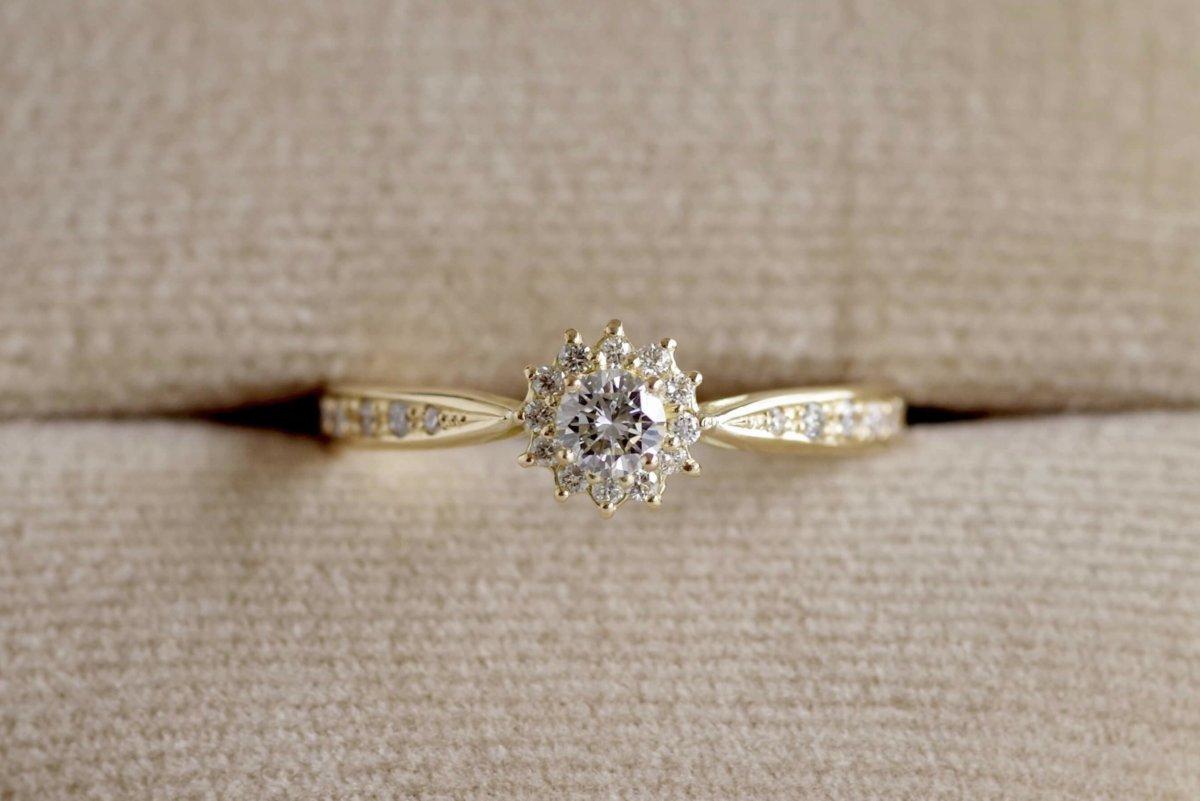 二段腰取り巻きのハーフエタニティの婚約指輪