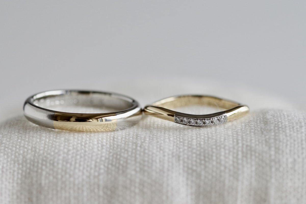 正面の金属を一部入れ替えた結婚指輪