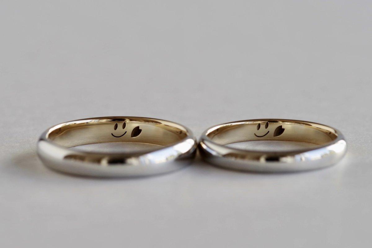 手書きのニコちゃんマークの結婚指輪