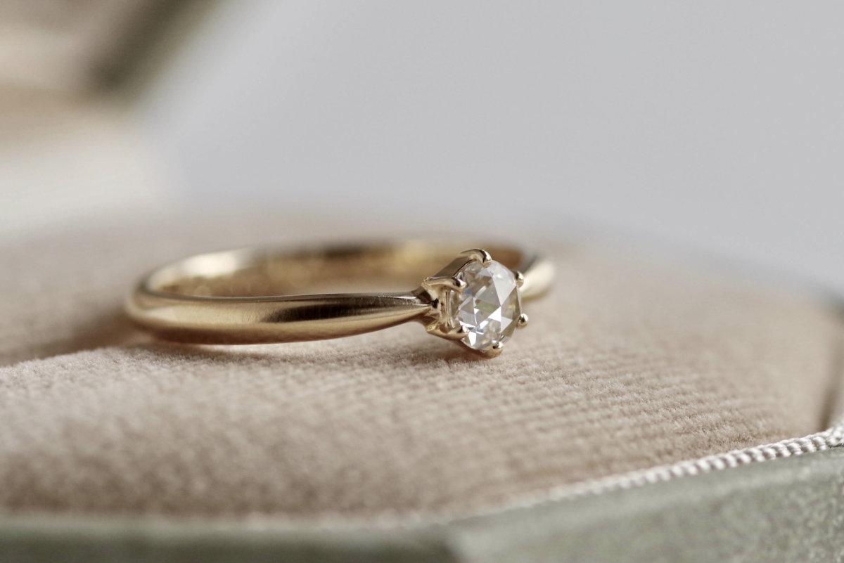 ローズカットダイヤの婚約指輪