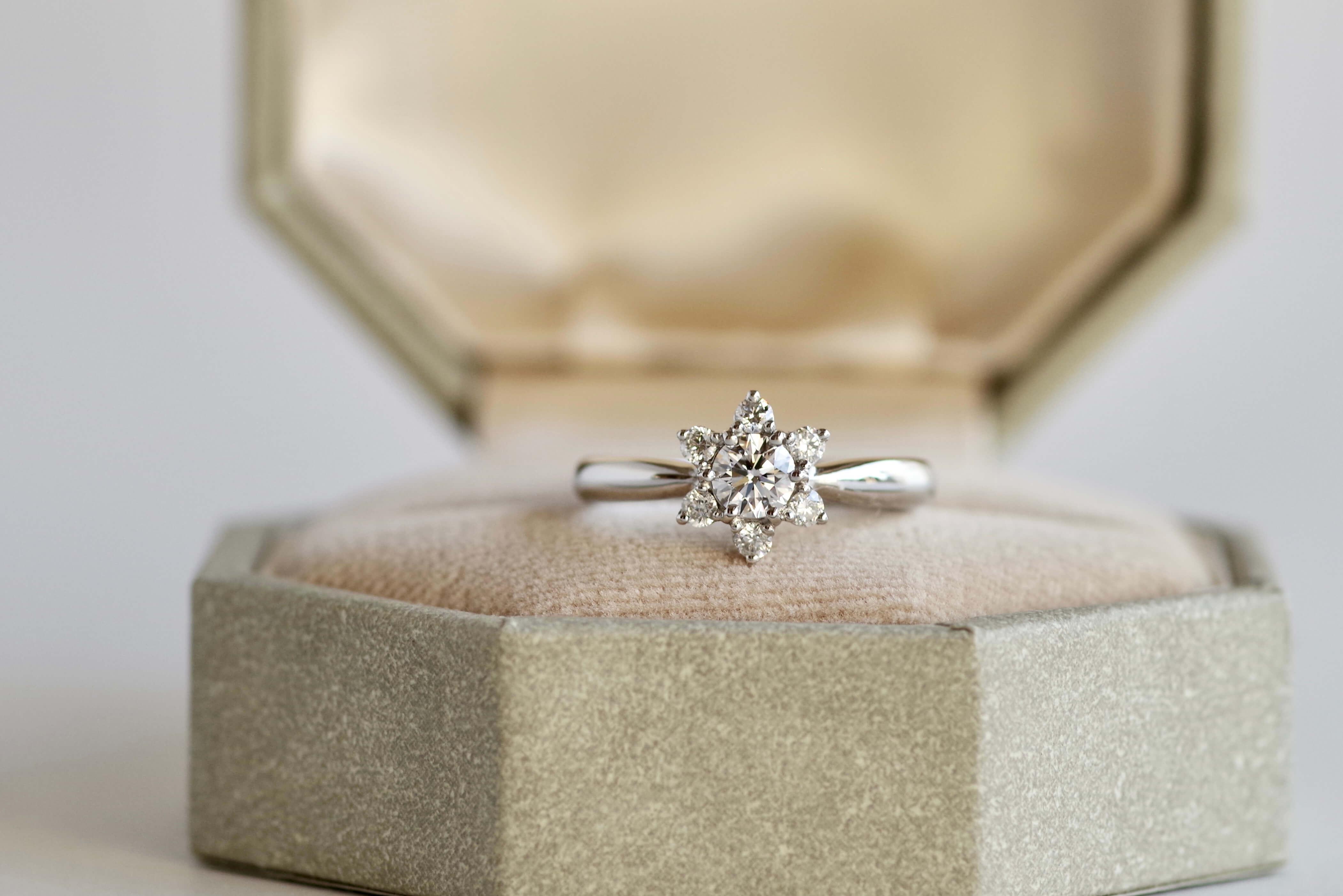 婚約指輪 オーダーメイド 百合の花