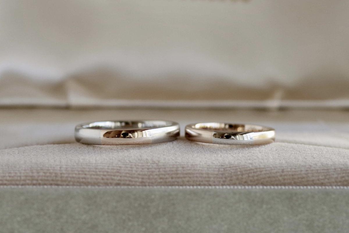 手書きのイラストを入れたコンビの結婚指輪