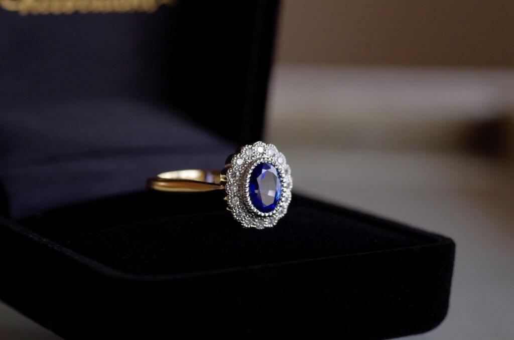 婚約指輪 オーダーメイド サファイア 取り巻き コンビネーション