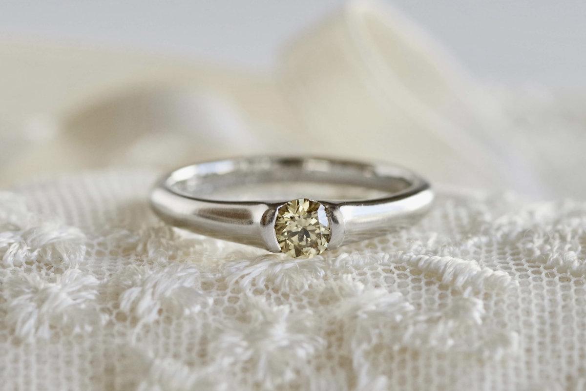 イエローダイヤモンドの婚約指輪